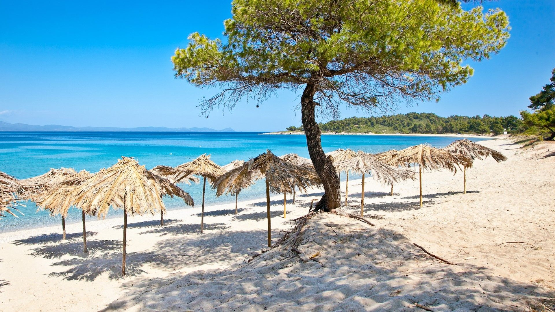Още гръцки острови са под заплаха от извънредни мерки и ограничения