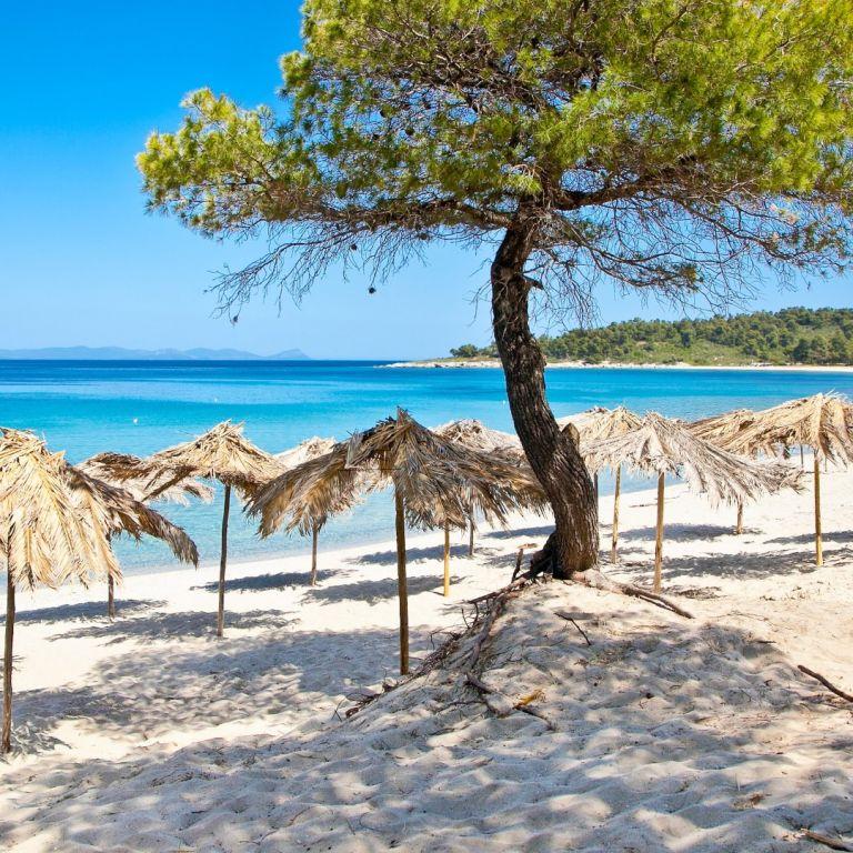 Ето къде има най-много плажове със син флаг в Гърция