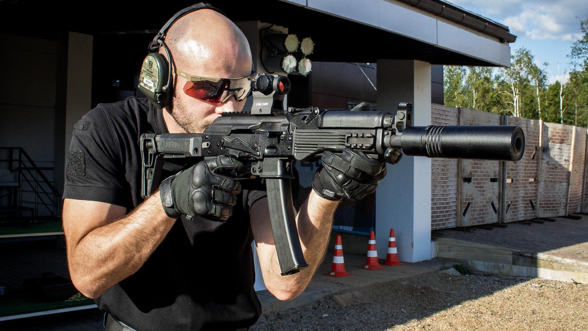 Всеки руски летец с нов картечен пистолет?