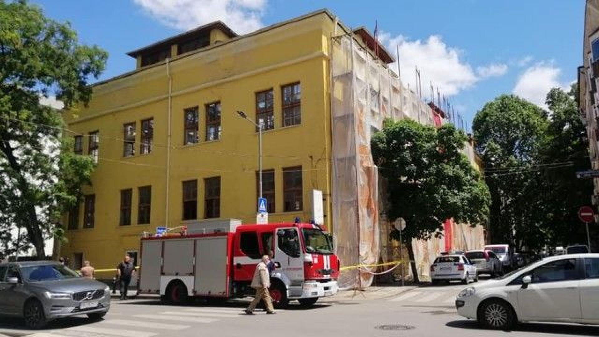 Работник падна от четвъртия етаж при ремонт на сграда в Пловдив