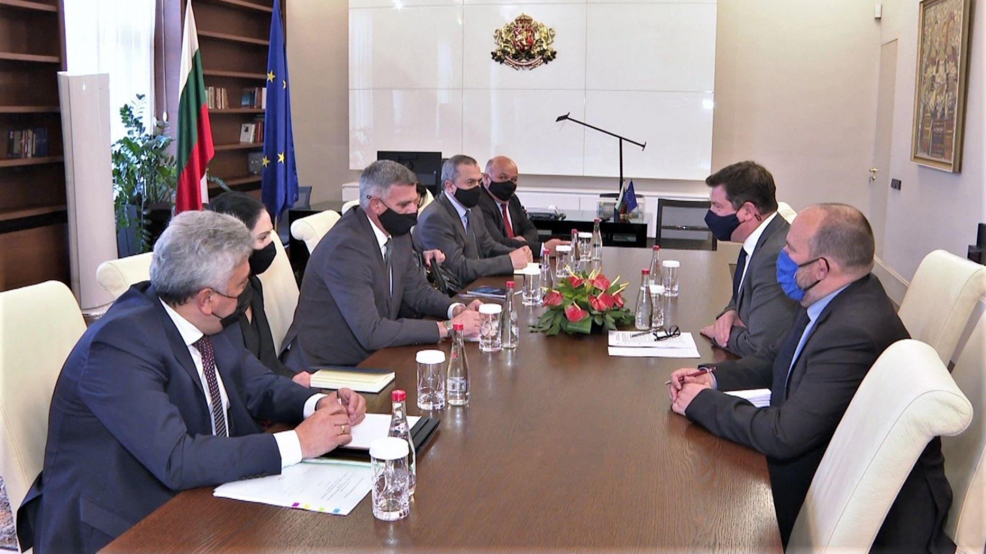 Стефан Янев проведе среща с посланика на Великобритания Роб Диксън