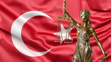 Въпреки призивите от чужбина турски съд остави Осман Кавала в затвора