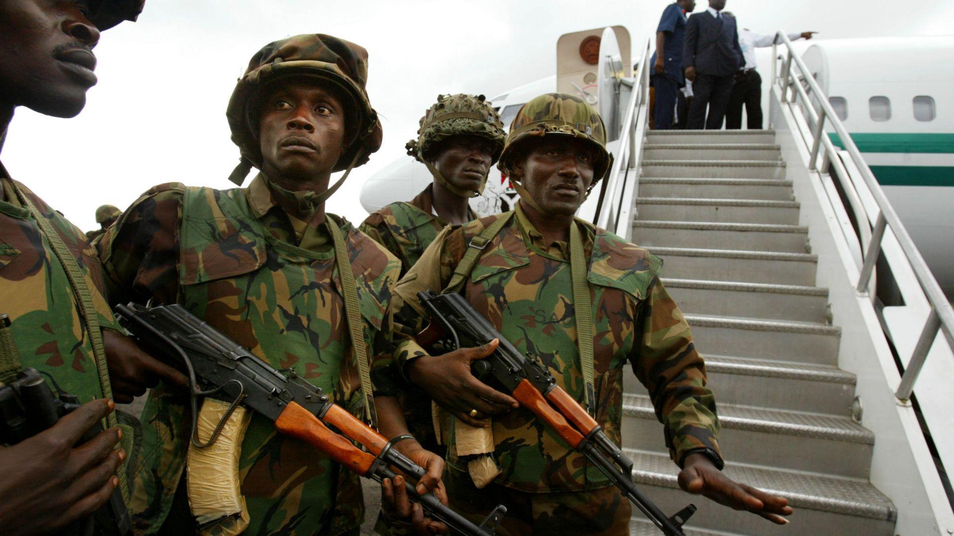 Командващият сухопътните войски на Нигерия загина в самолетна катастрофа (видео)