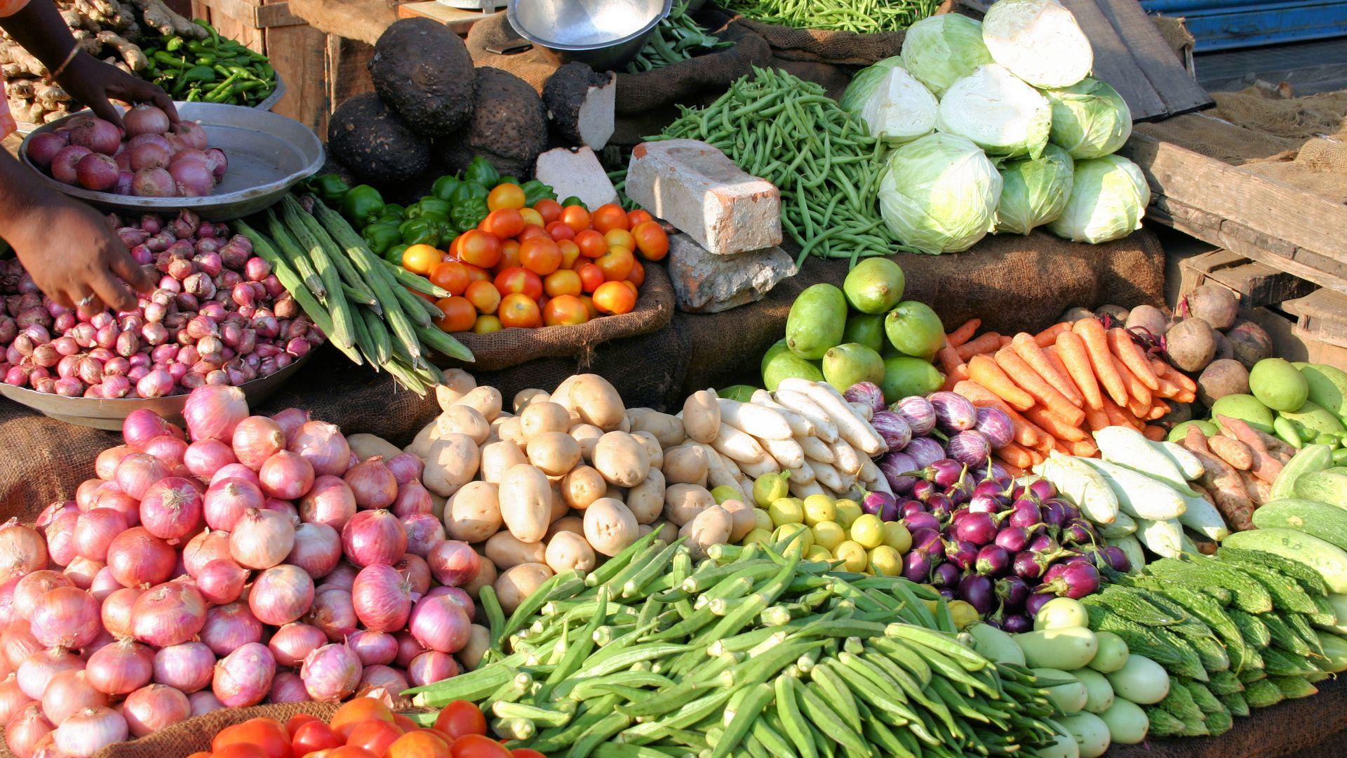 Инфлационният натиск при храните продължава пета поредна седмица