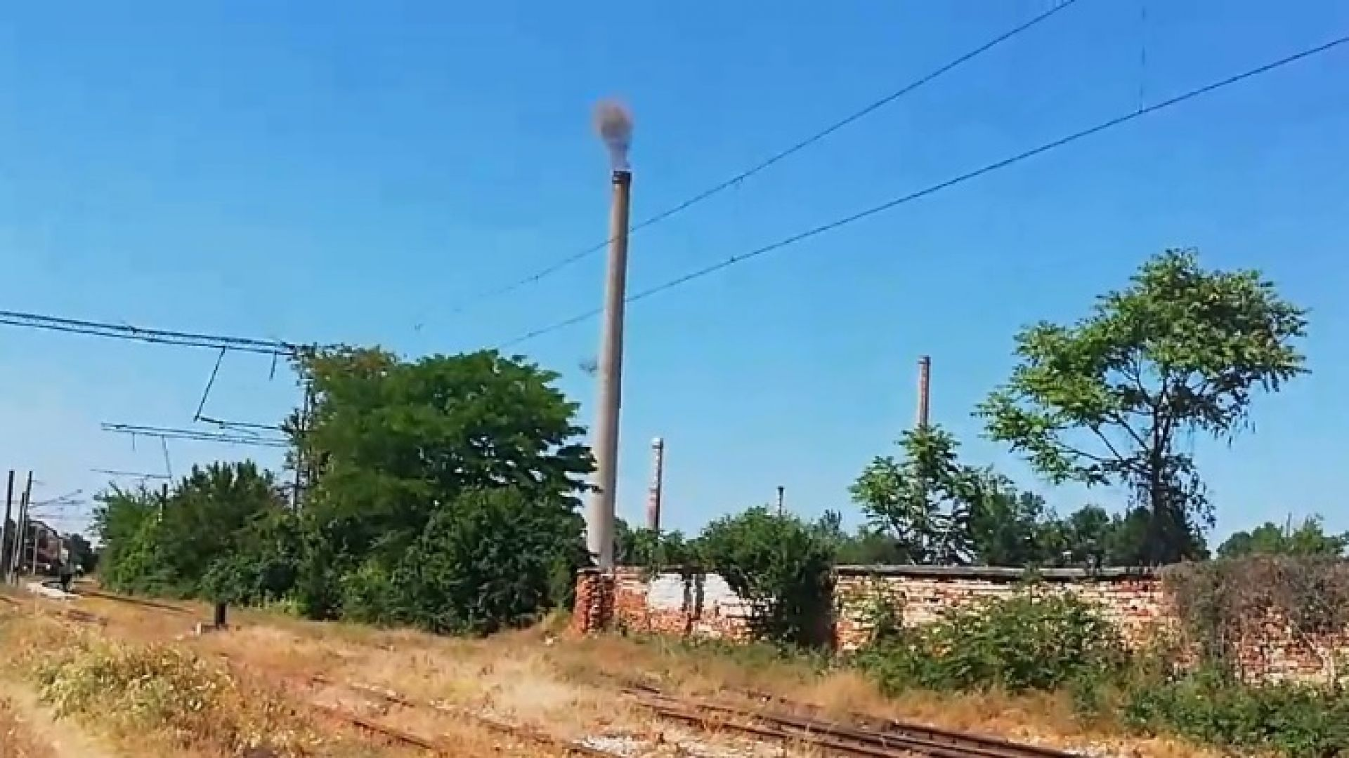 Взривиха 75-метров комин в Пловдив