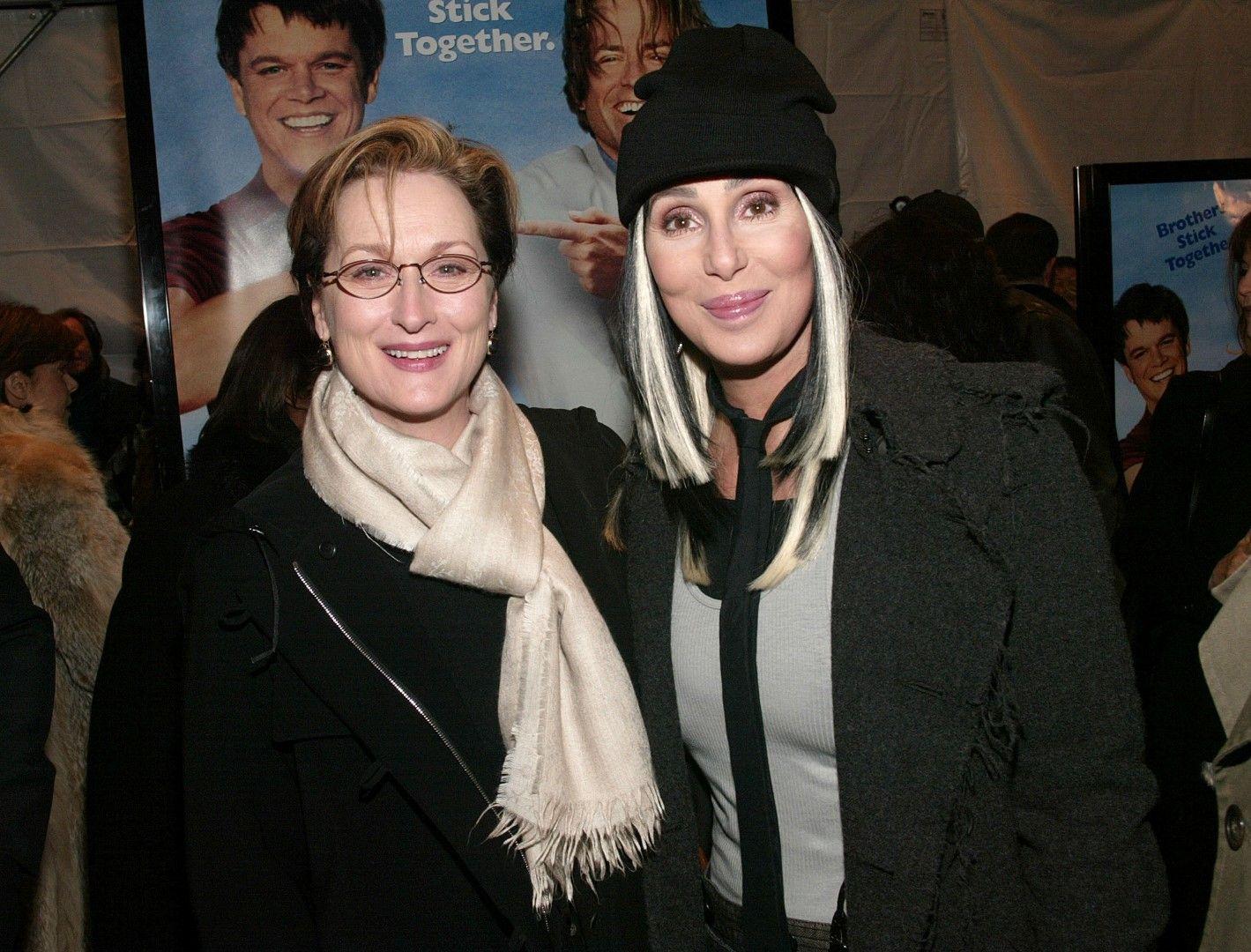 """Шер заедно с Мерил Стрийп на премиерата на филма """"Лепнат за теб"""" на 8 декември 2003 г. в Ню Йорк"""