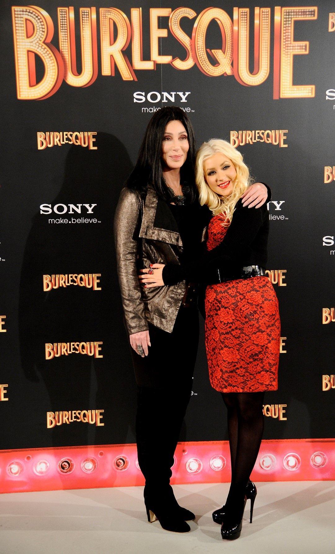 """Шер и Кристина Агилера на премиерата на """"Бурлеска"""" в Мадрид на 9 декември 2010 г."""