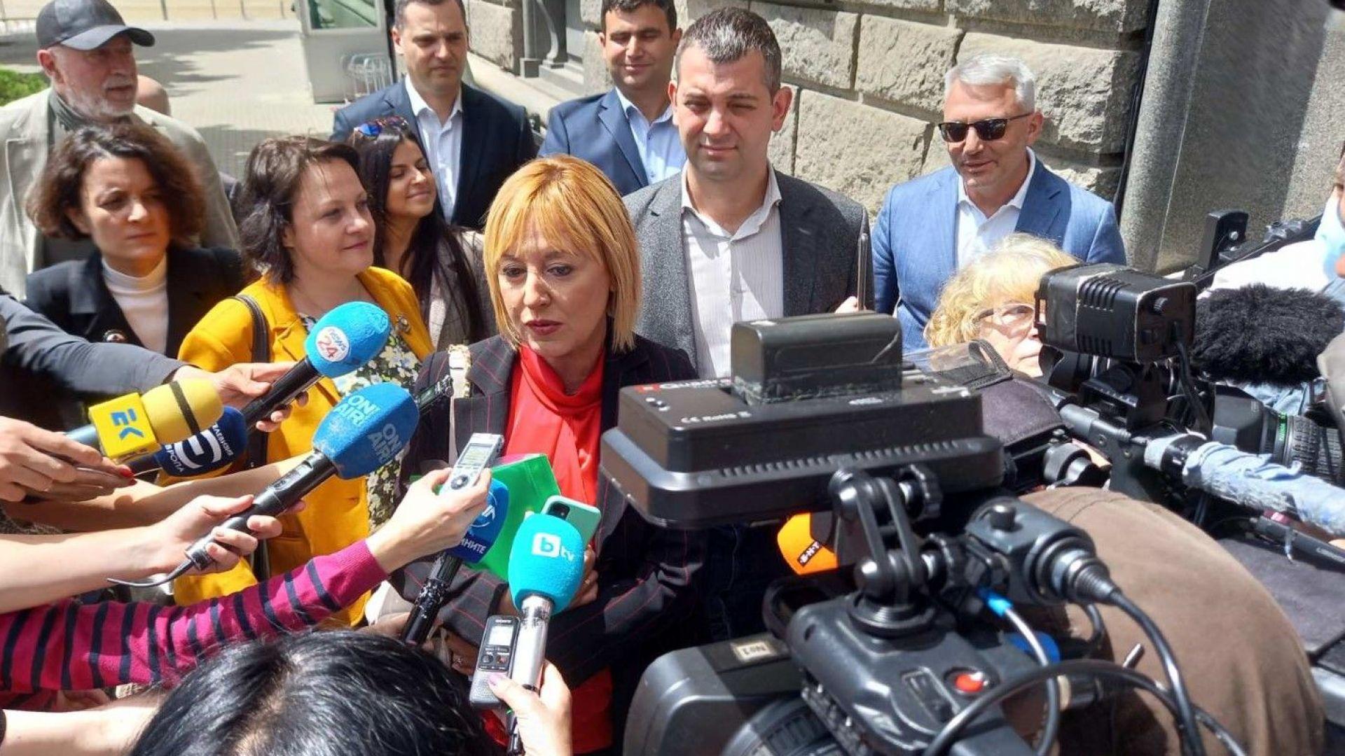 Манолова: Опонентите ни стрелят срещу коалицията с халосни патрони