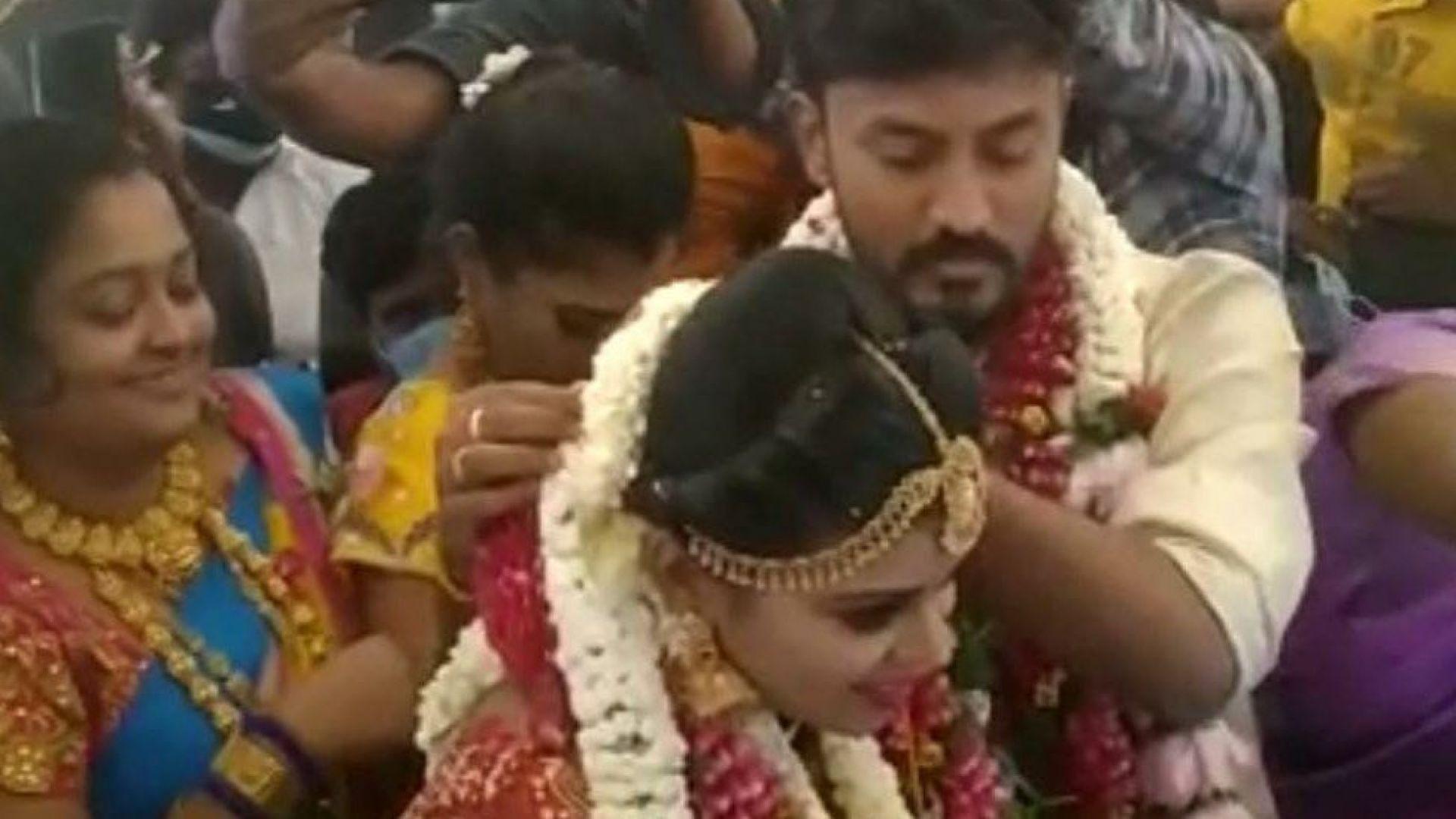 Сватба в самолет заобиколи мерките по локдауна в Индия (видео)
