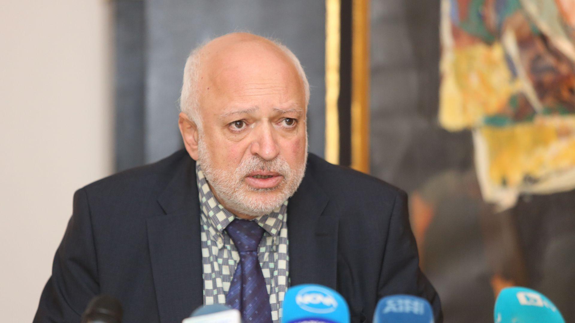 Минеков обвини в необясними дългове директори на театри, но не каза ще има ли закрити