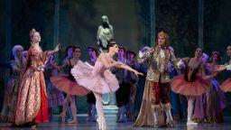 10 тона балетен декор потеглят от Москва за София