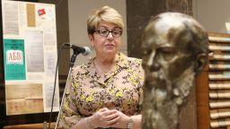 Народната библиотека получи бронзов бюст на Достоевски