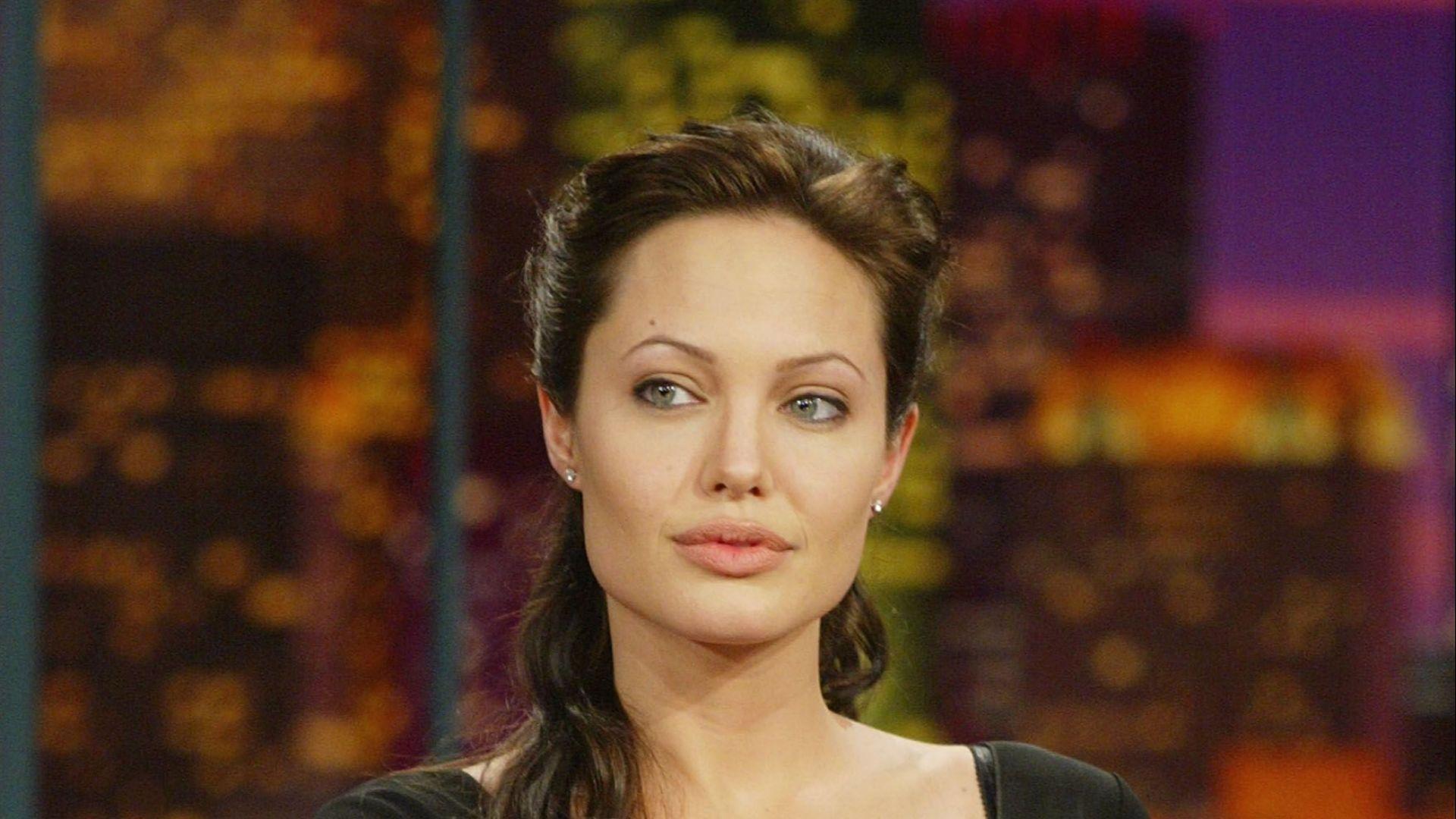 Анджелина Джоли атакува съдията по бракоразводното им дело с Брад Пит
