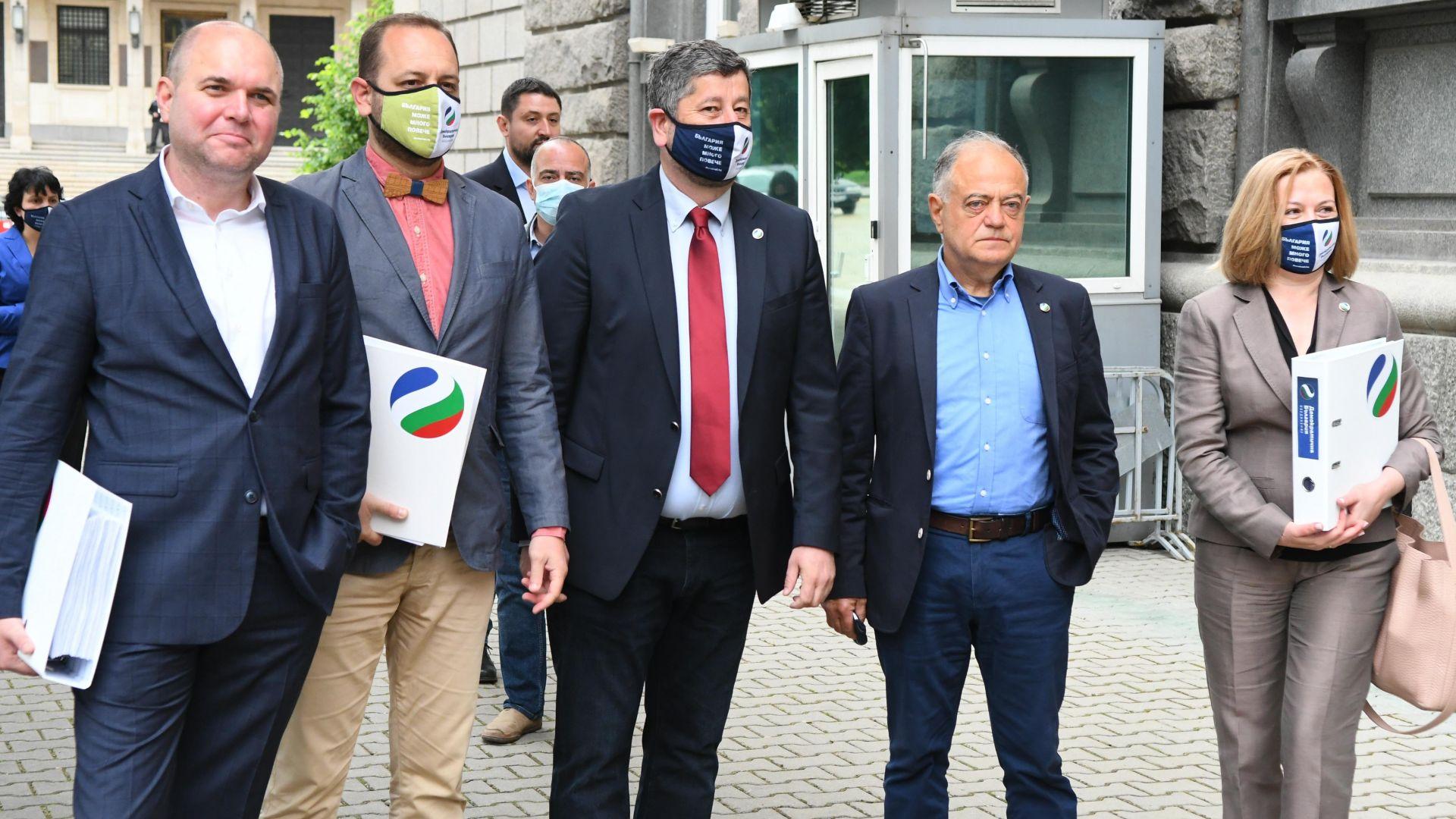 """И """"Демократична България"""" се регистрира за вота: Този път страхуването няма да е толкова голямо"""