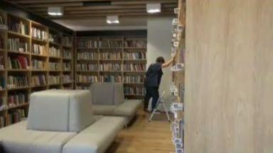 Невиждано досега: Опашки за новата библиотека в Бургас