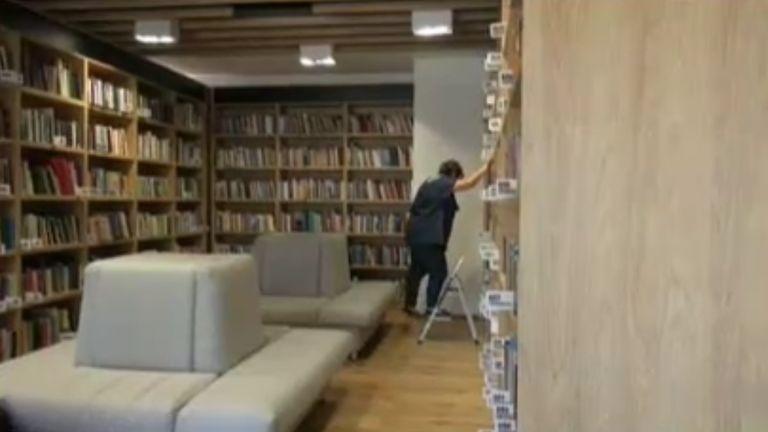 Опашки за новата библиотека в Бургас. От близо месец най-модерният
