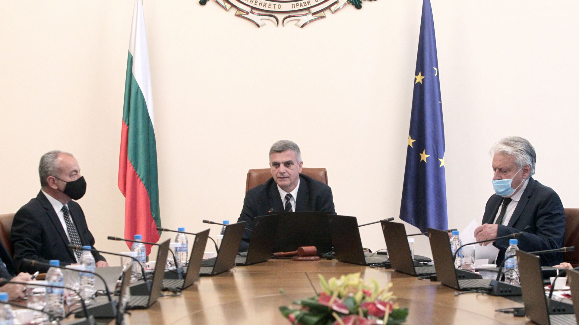 """МС създава щаб по санкциите """"Магнитски"""", свиква Съвета по сигурност"""