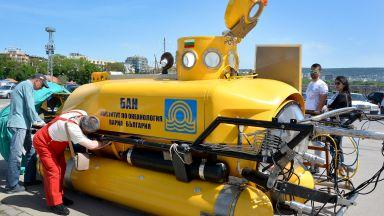Показват миниподводницата РС-8В  на БАН на Морската гара