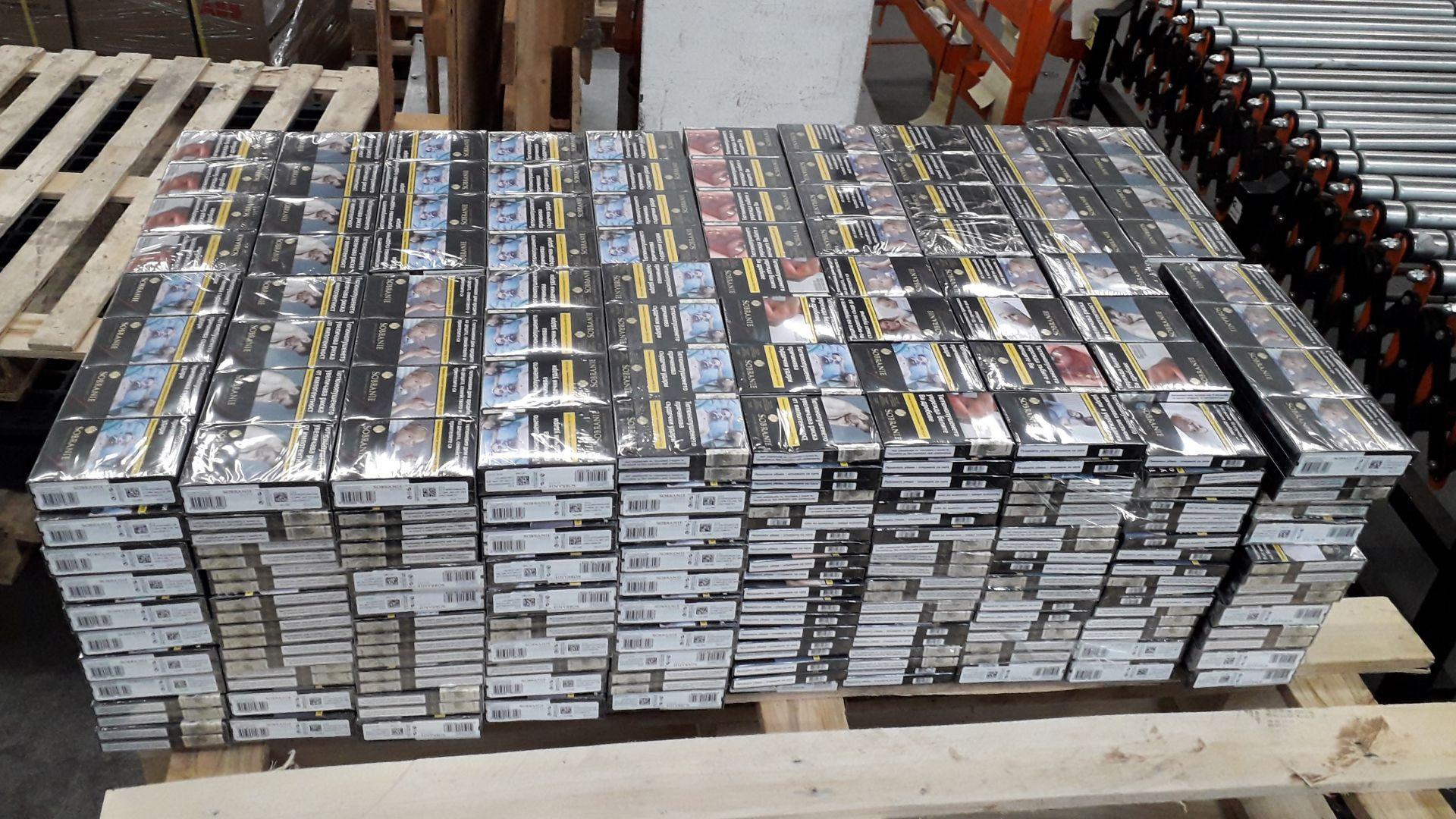 Откриха 31 840 къса контрабандни цигари, скрити в компютри (снимки)