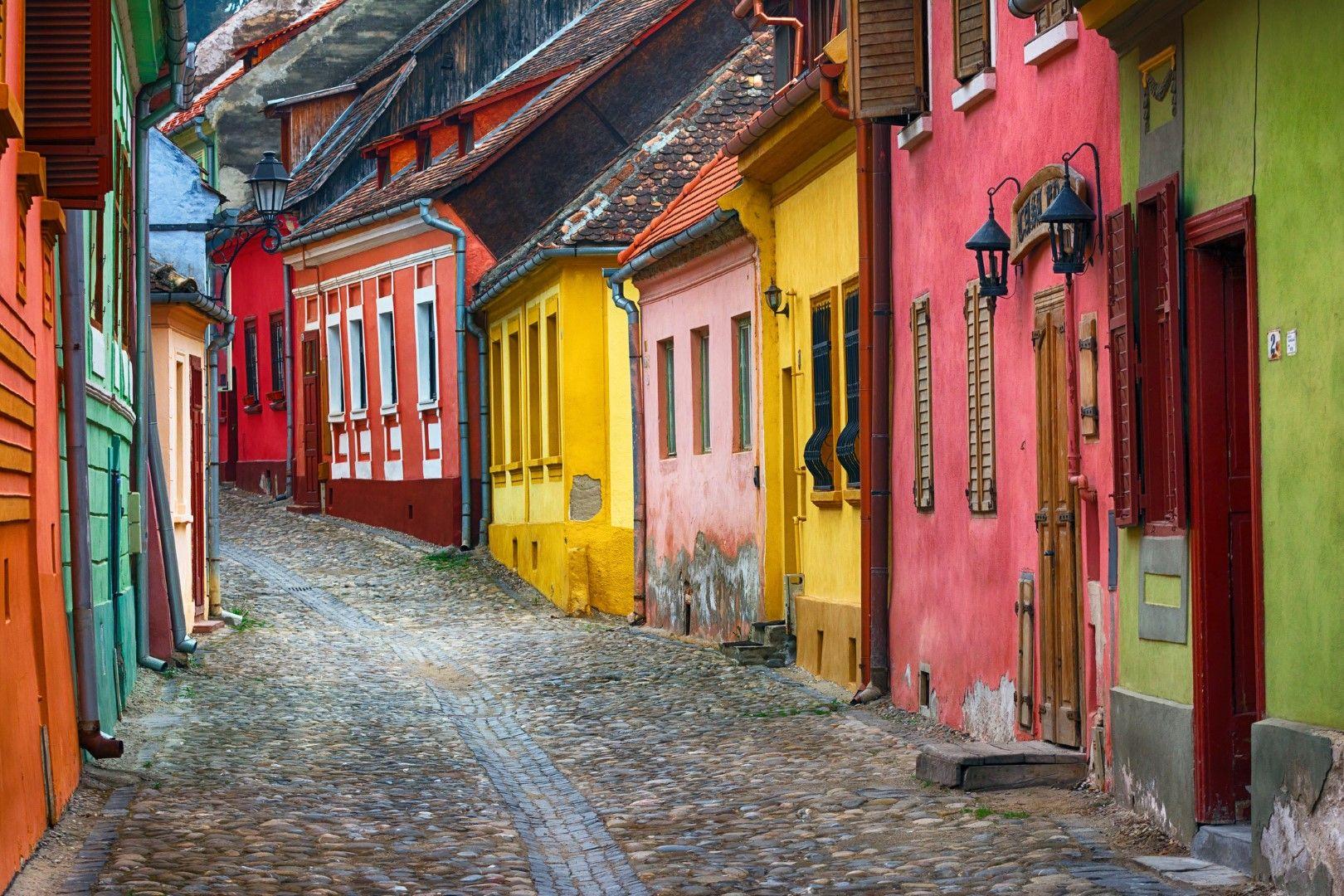 Сигишоара е известна с цветните си къщи