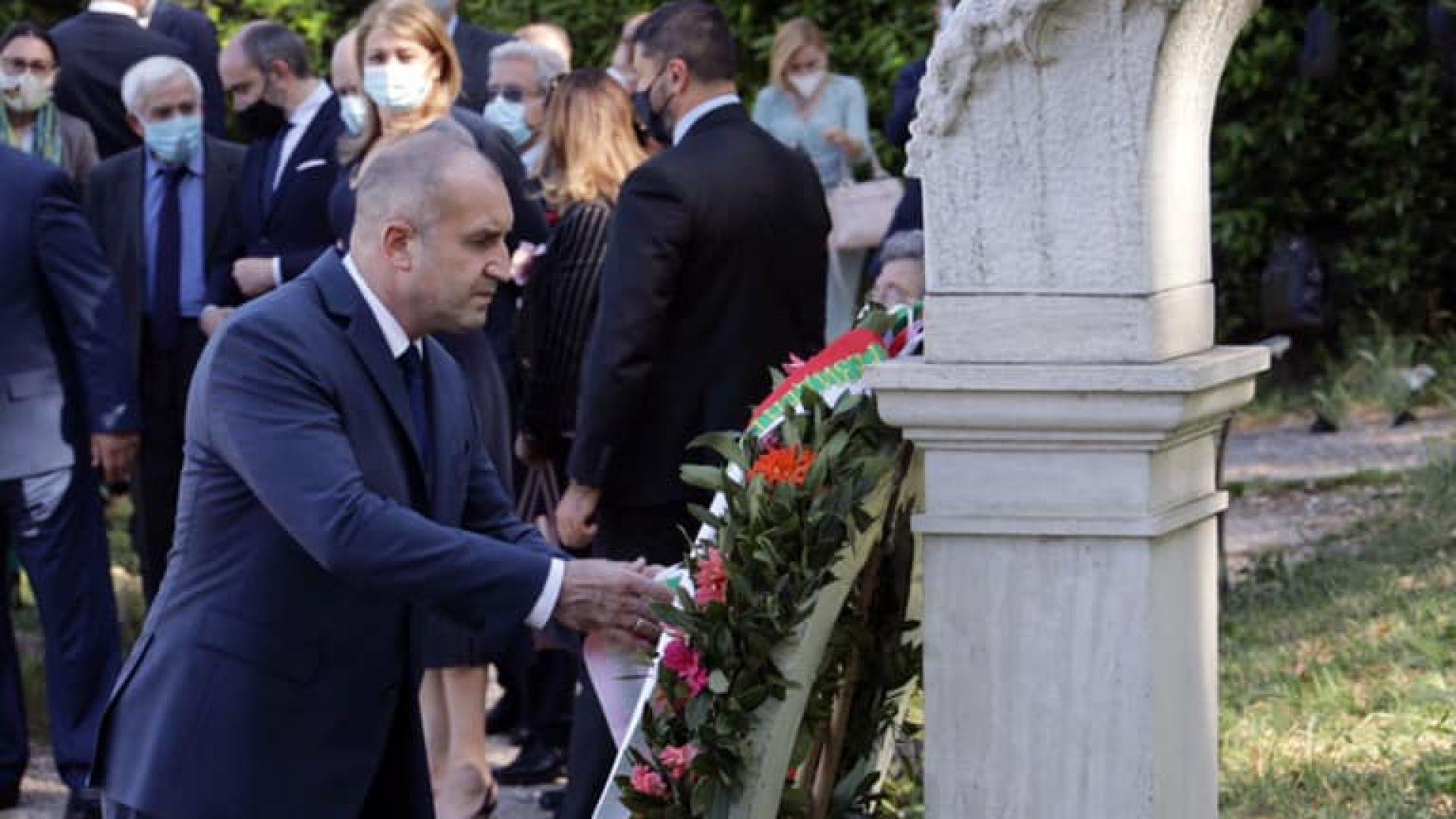 Румен Радев и българската делегация отидоха на паметника на Капитан Петко войвода в Рим