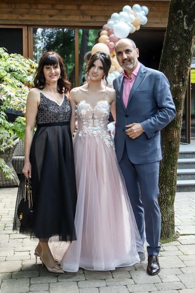 Цветанов със съпругата си Десислава и дъщеря им Василена