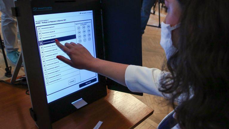 30 тестови машини за гласуване доставиха във Варна