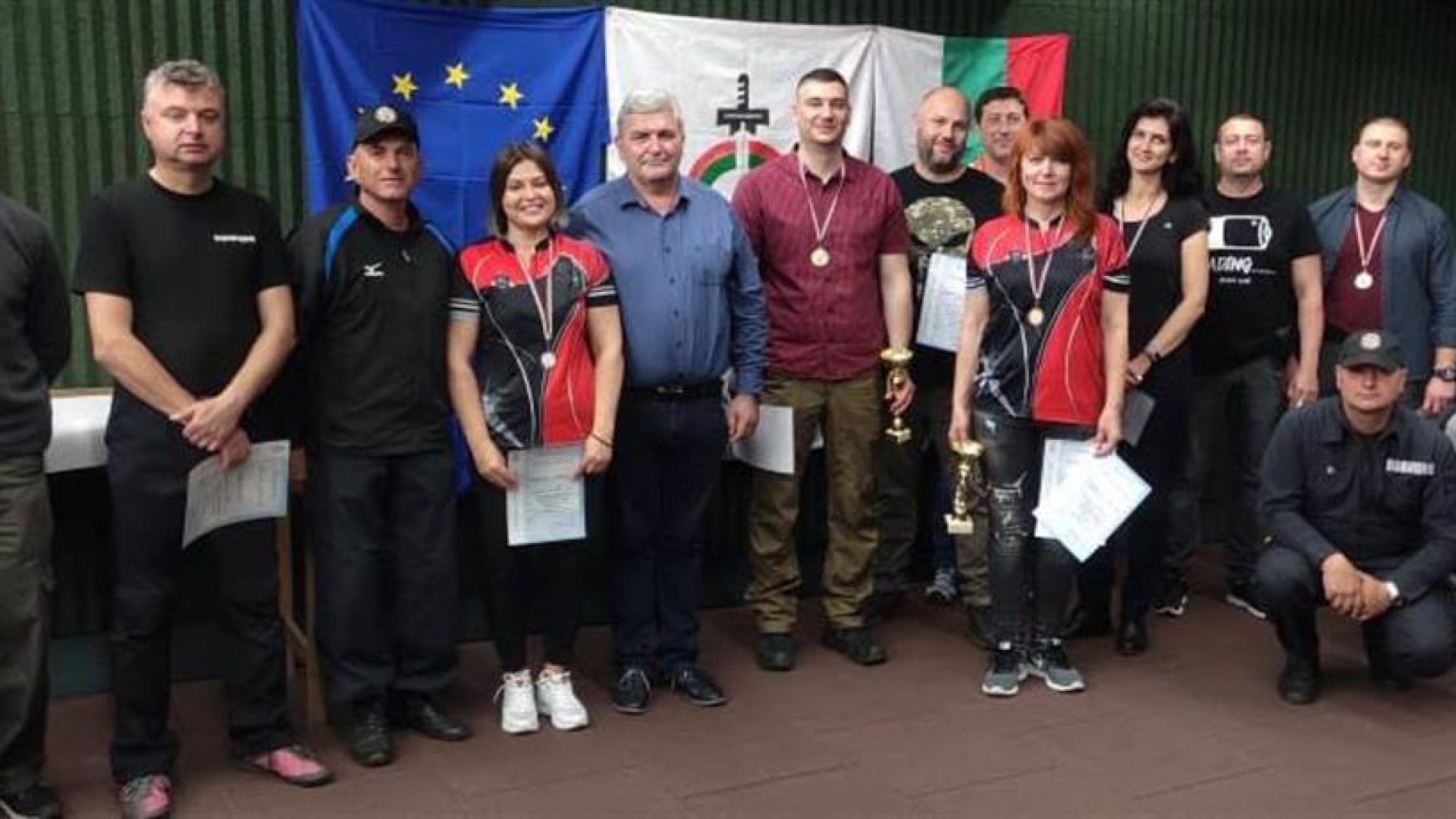 Полицаи мериха сили в турнир по стрелба с пистолет в Русе