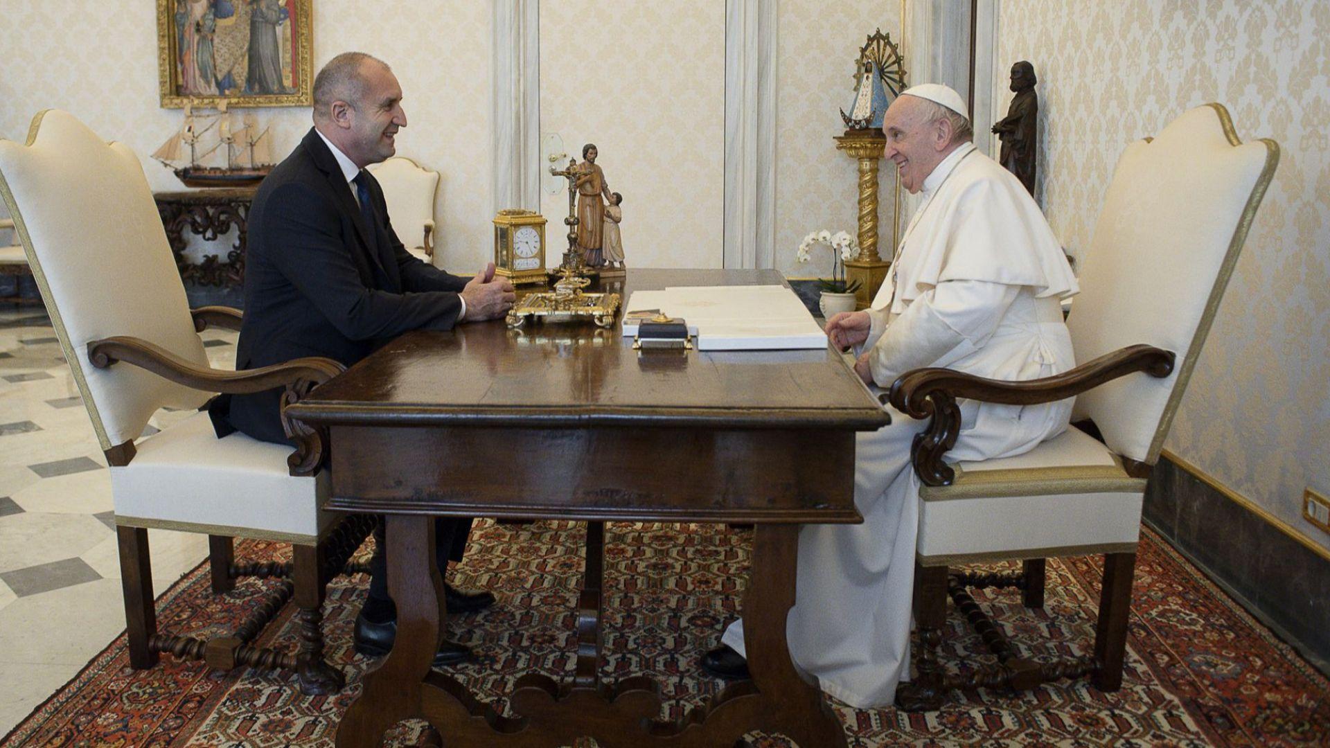 Папа Франциск споделил на Румен Радев завет от баба си: Дяволът влиза в човека през джоба
