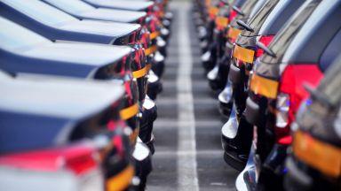 Трети месец поред нарастват продажбите на нови коли в Европа, но темповете вече се забавят