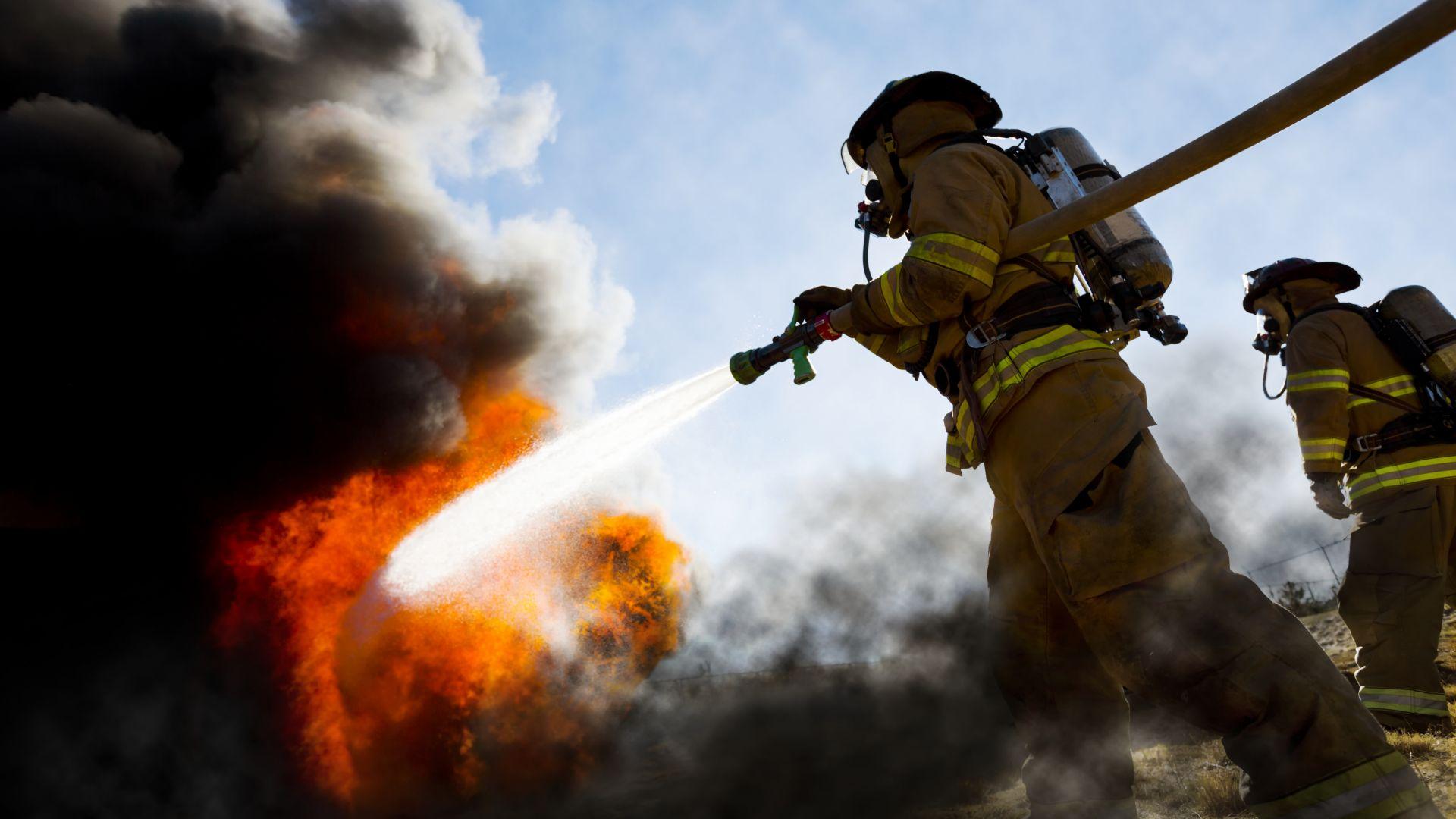 Мъж е в медикаментозна кома с тежки изгаряния след взрив на пропан-бутан