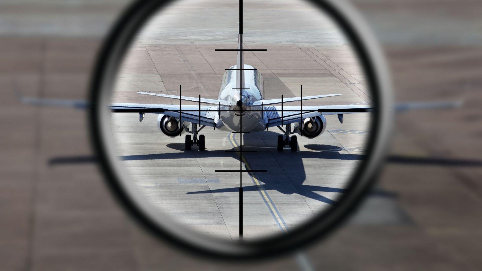Случаят в Беларус - различен, но не и първи: Прецедент ли е държавното въздушно пиратство?