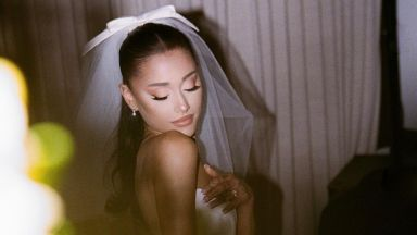 Ариана Гранде публикува снимки от тайната си сватба