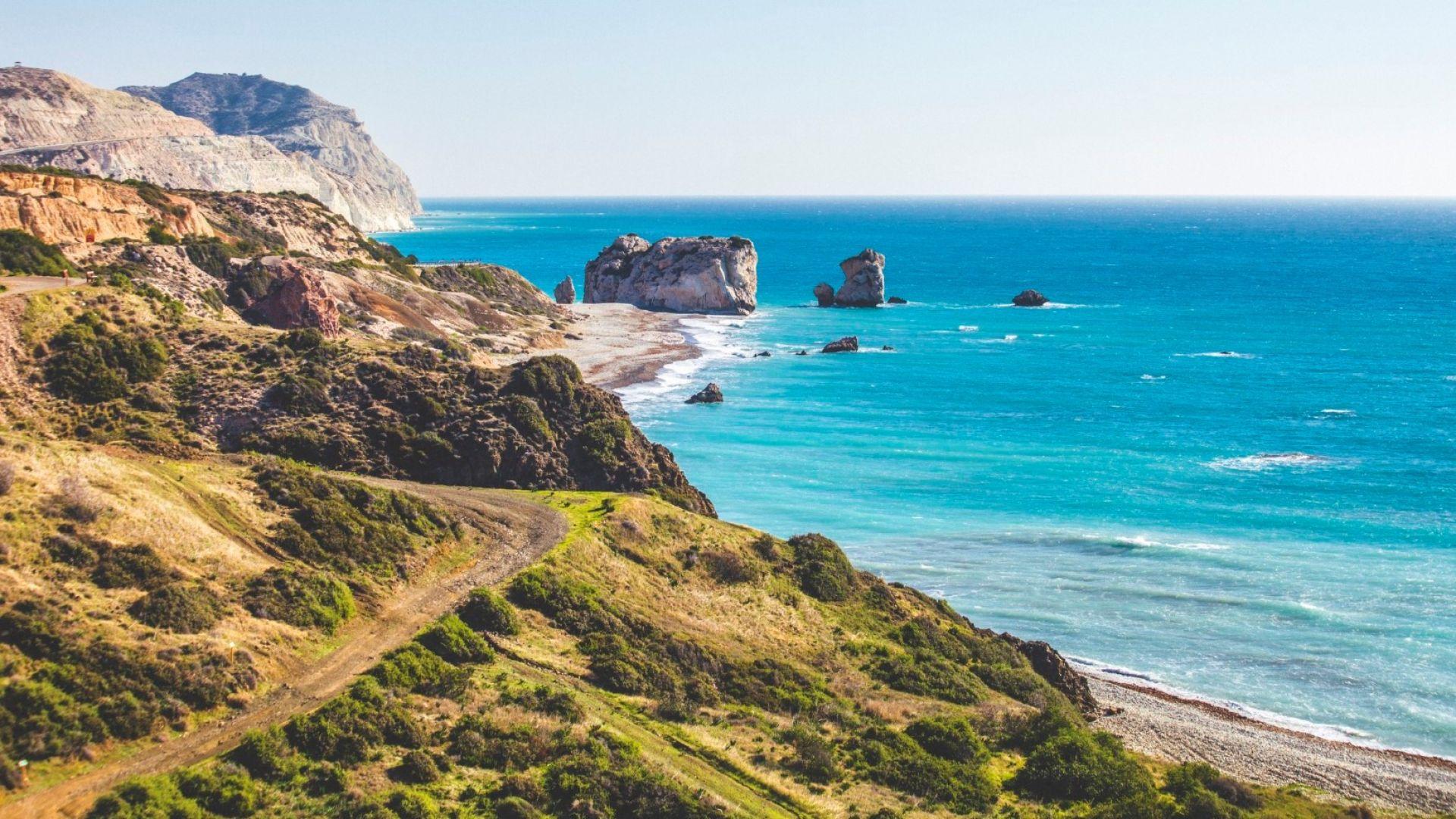 Плажът, на който се роди богинята Афродита (видео + пътеводител)