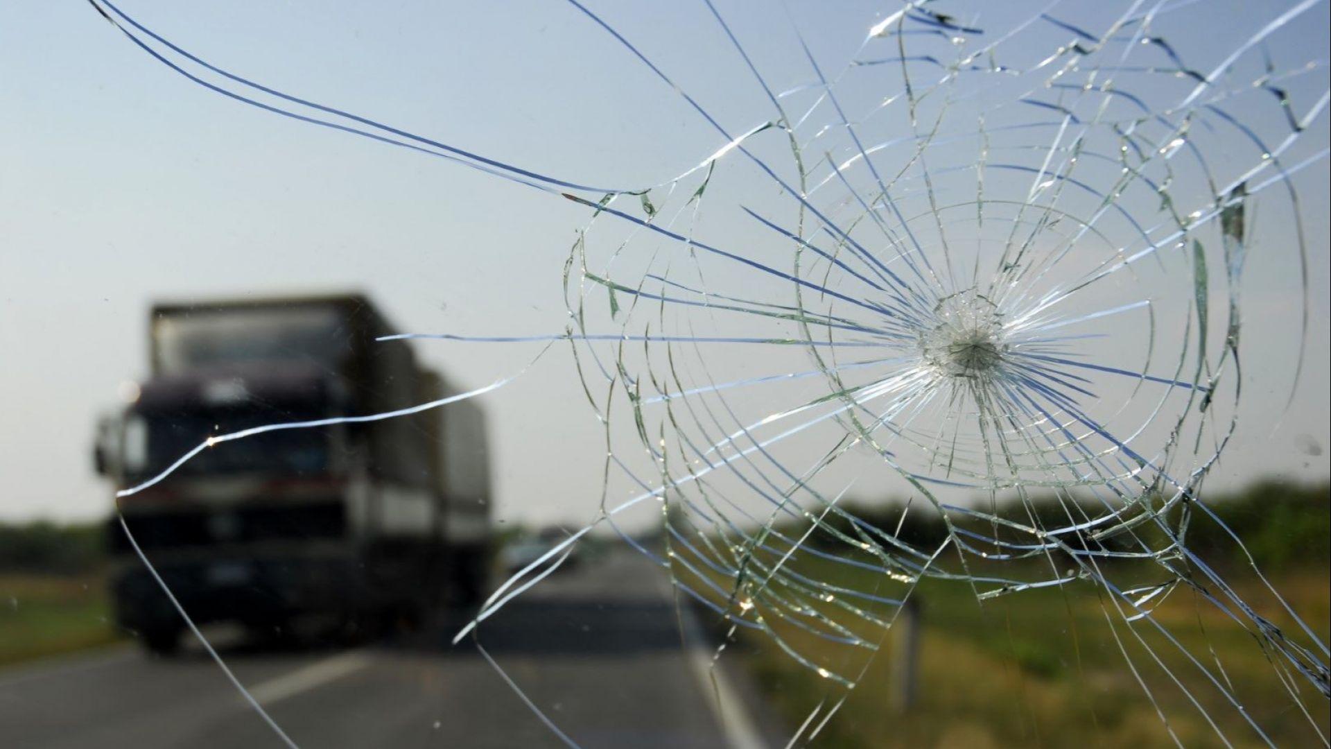 Два тира се удариха край Стара Загора, пътят към Чирпан е изцяло затворен