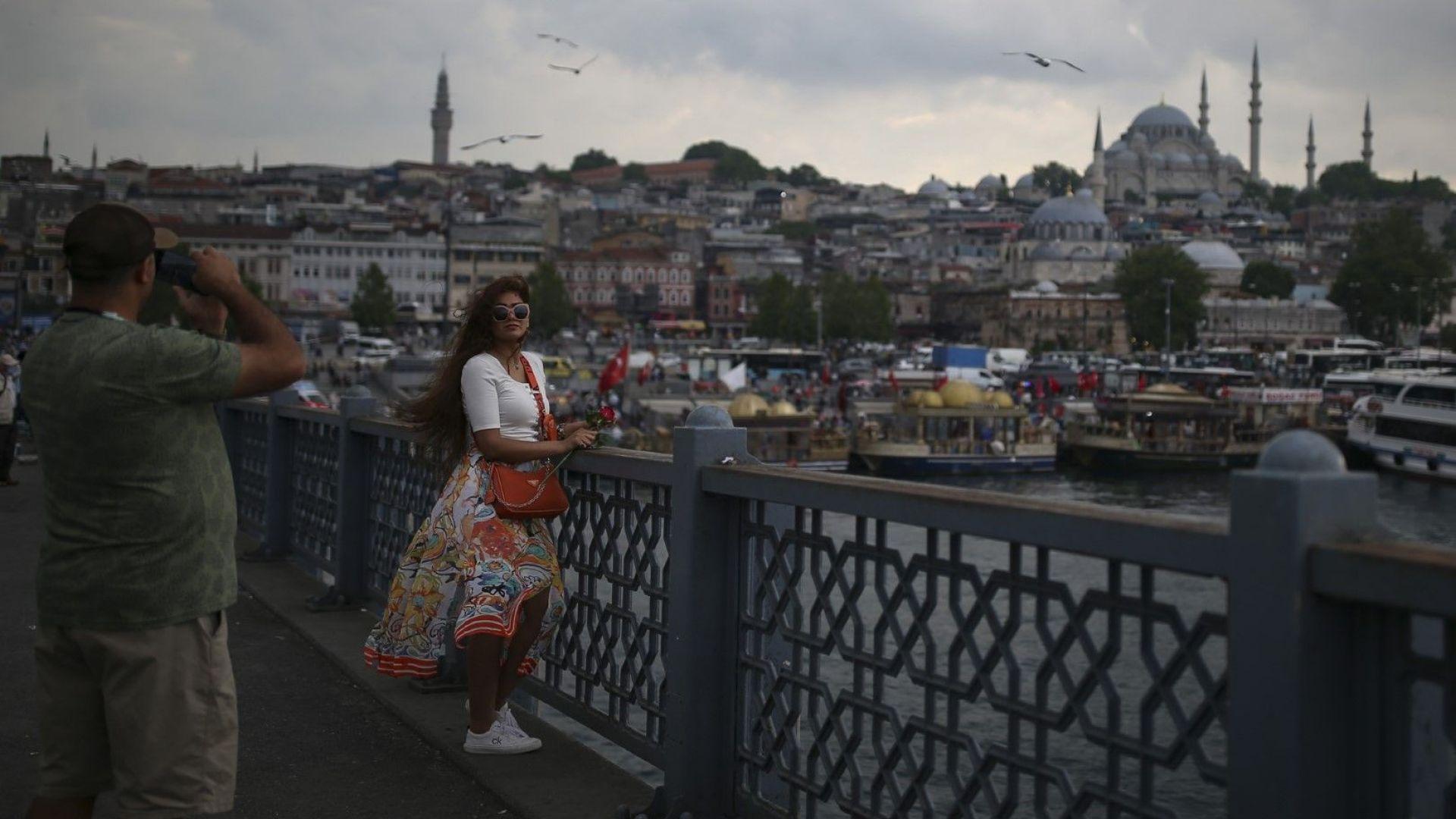 И Турция и Португалия разхлабват мерките за българи