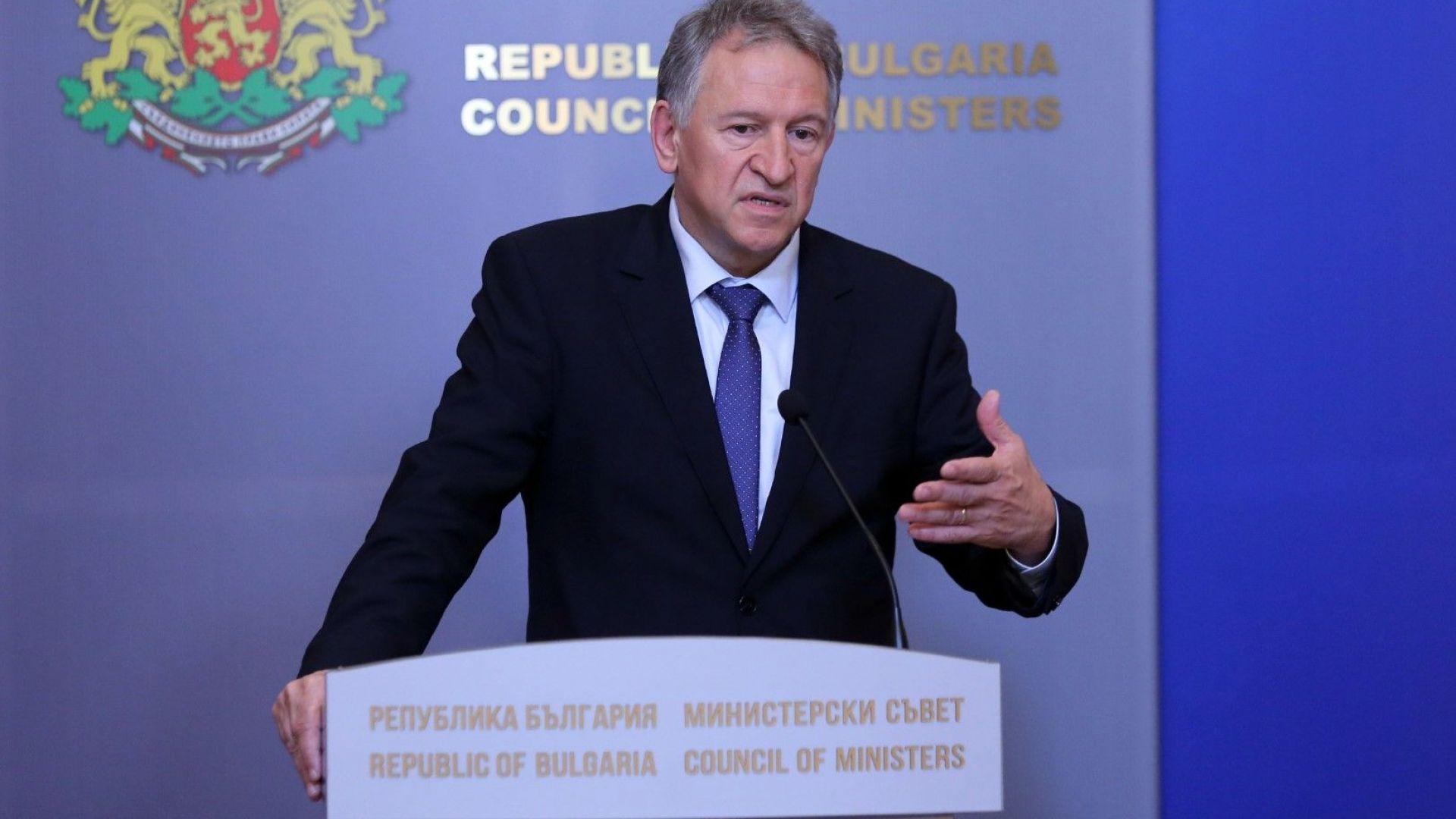 Д-р Кацаров: Атакуват ни хора, довели борбата с пандемията до пълна катастрофа