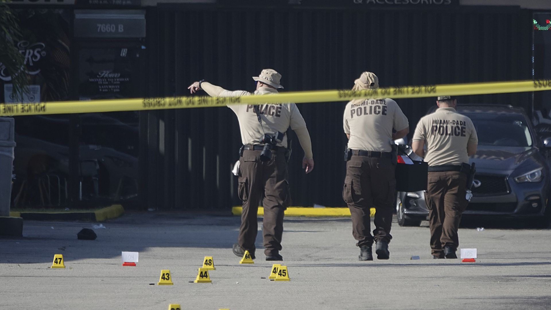Двама убити и над 20 ранени при стрелба преди концерт във Флорида (видео)