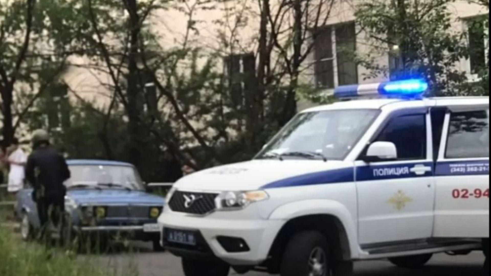 Бивш полицай стреля с карабина по хора в Екатеринбург, дете е тежко ранено (видео)
