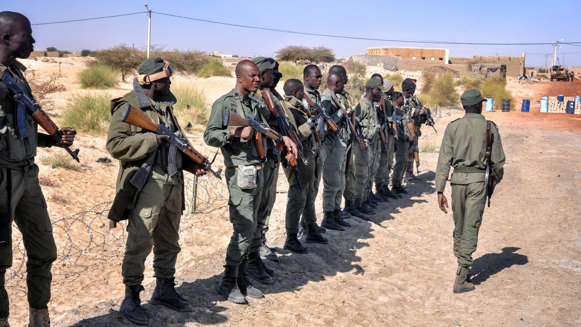 Въоръжени убиха човек и отвлякоха около 200 деца от училище в Нигерия
