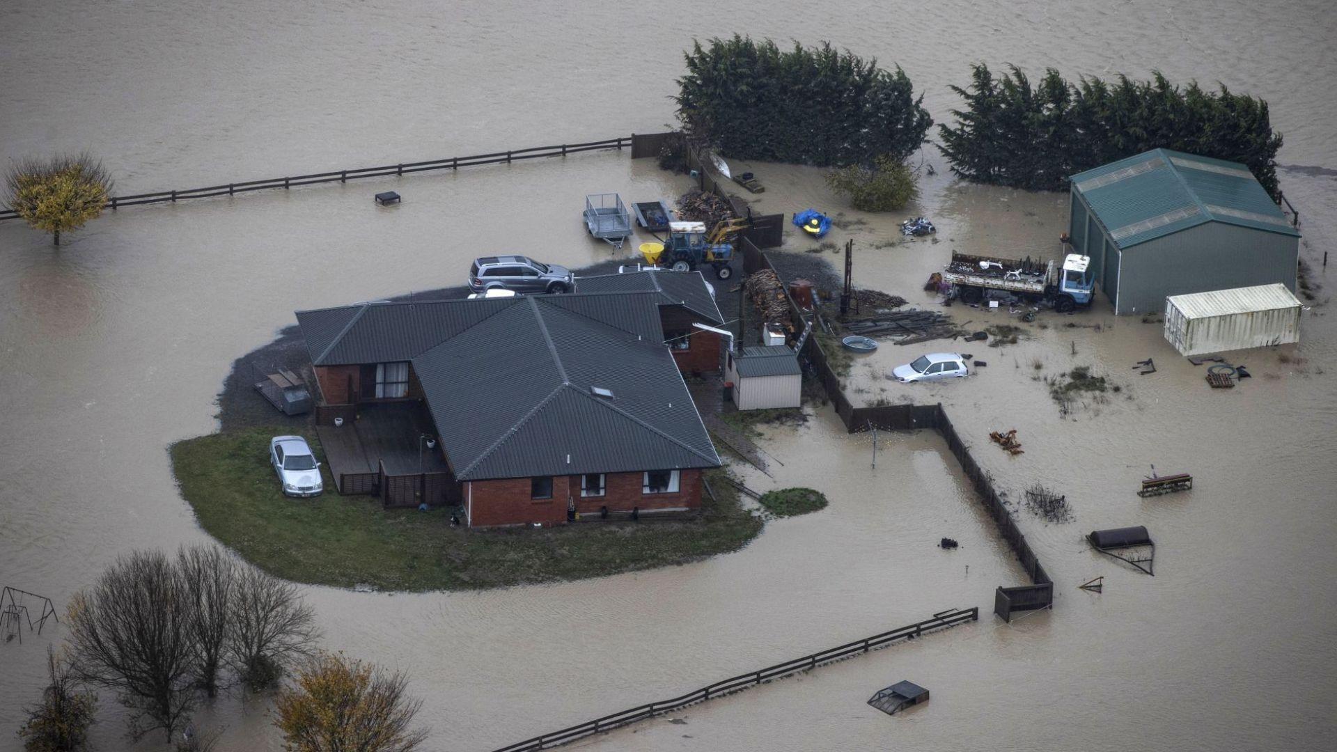 Наводнение в Нова Зеландия прогони стотици от домовете им (снимки)