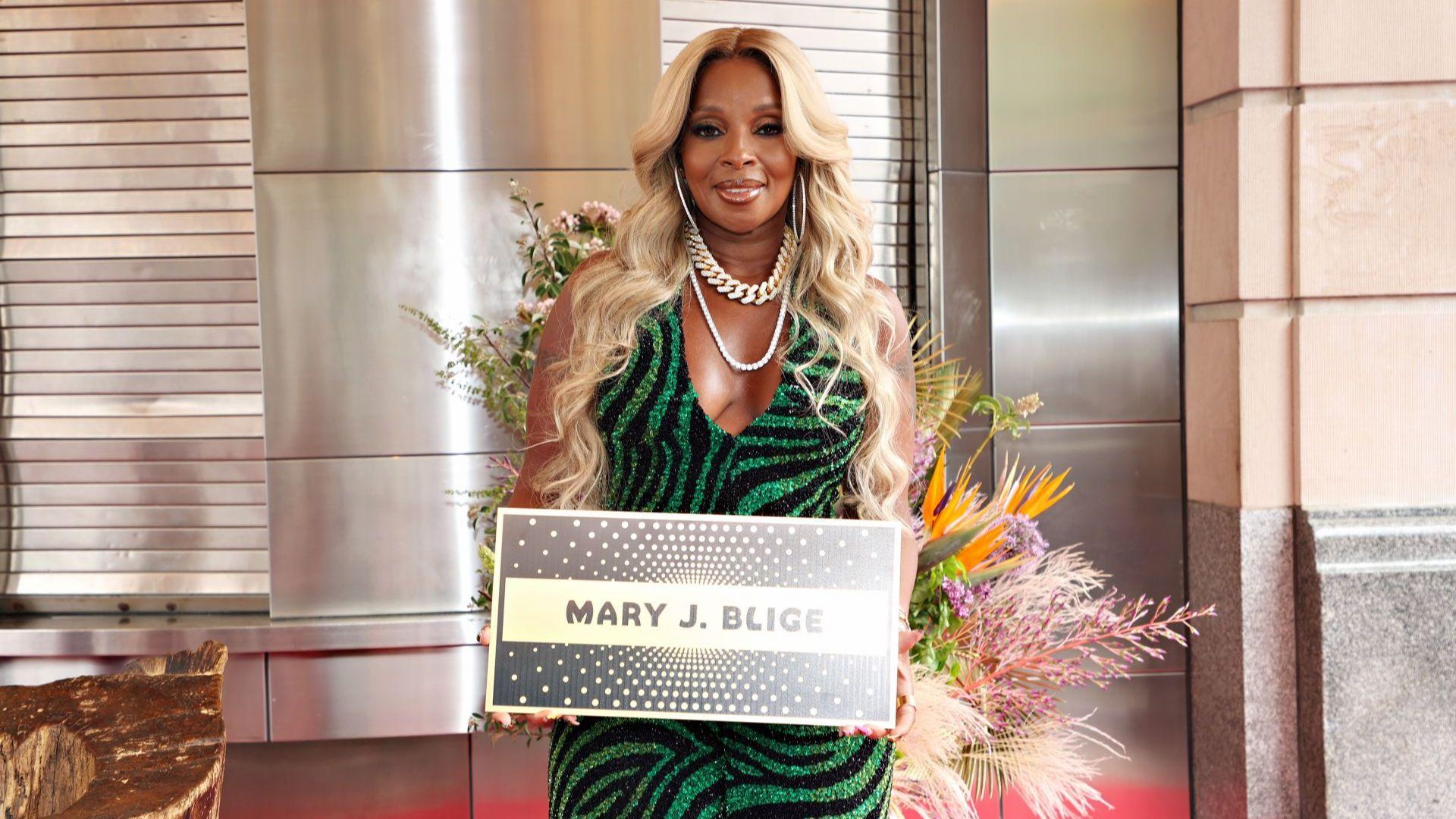 Певицата Мери Джей Блайдж беше въведена в Алеята на славата в Ню Йорк