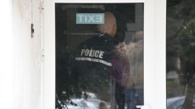 """Стрелба в """"Сухата река"""" вдигна столичната полиция на крак (снимки)"""
