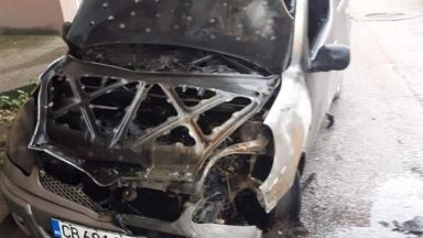 Подпалиха автомобил на инспектор от ДАИ (снимки)