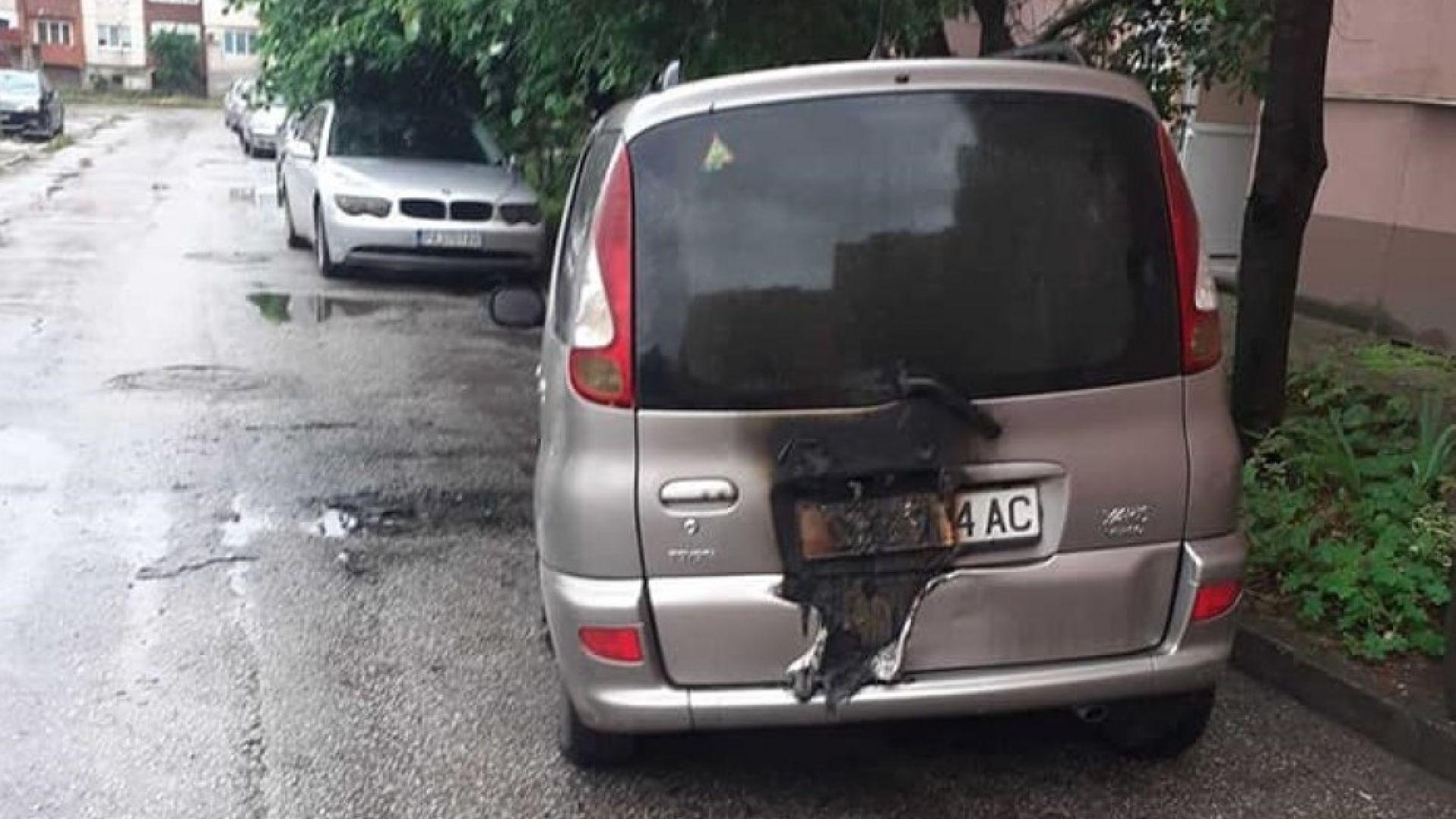 """С коктейли """"Молотов"""" запалили колата на инспектора от ДАИ-Пазарджик"""