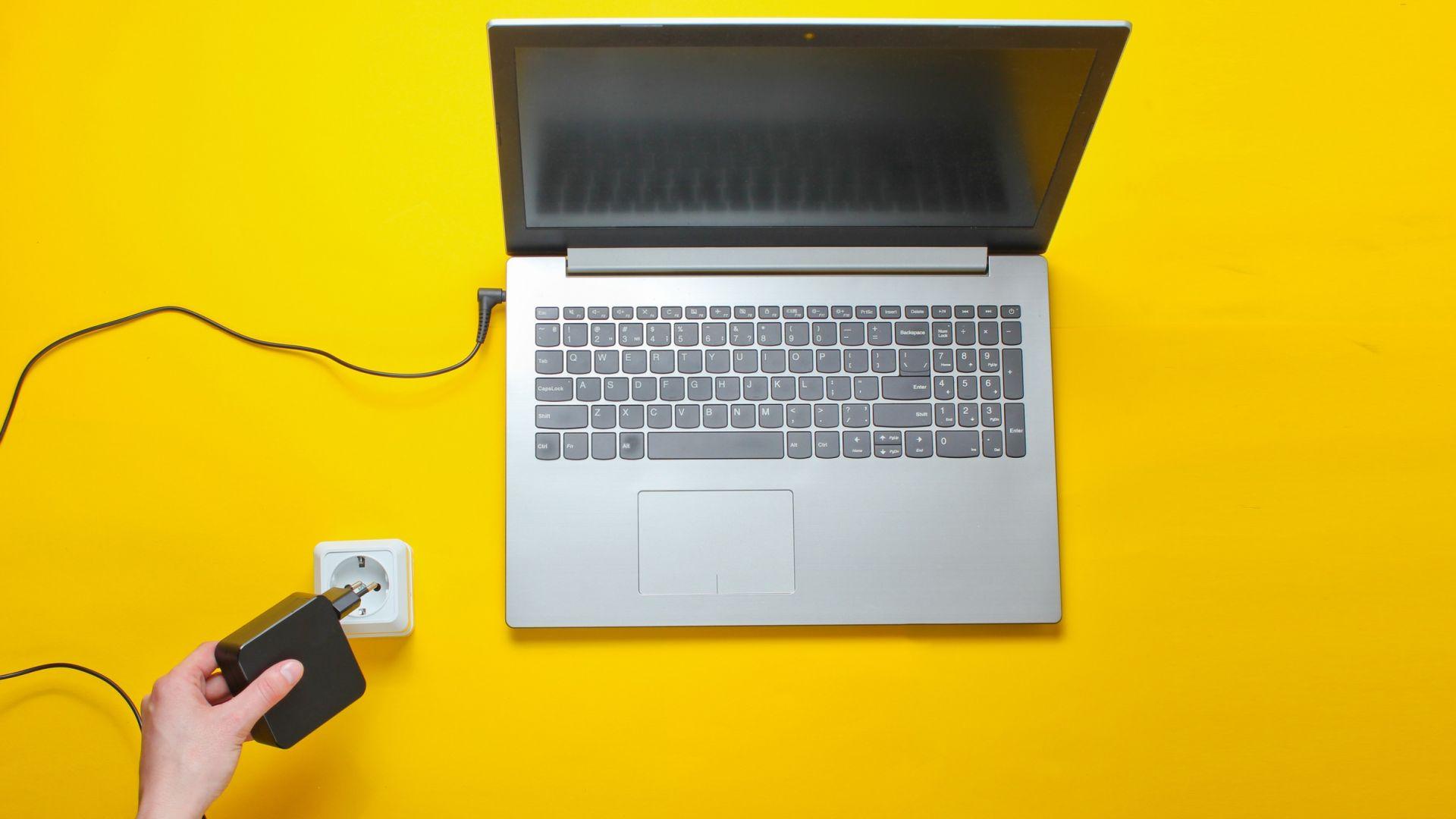 Как да предпазите зарядно за лаптоп