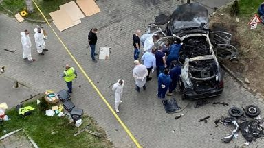 Професионални убийци взривиха румънски бизнесмен в колата му (видео)