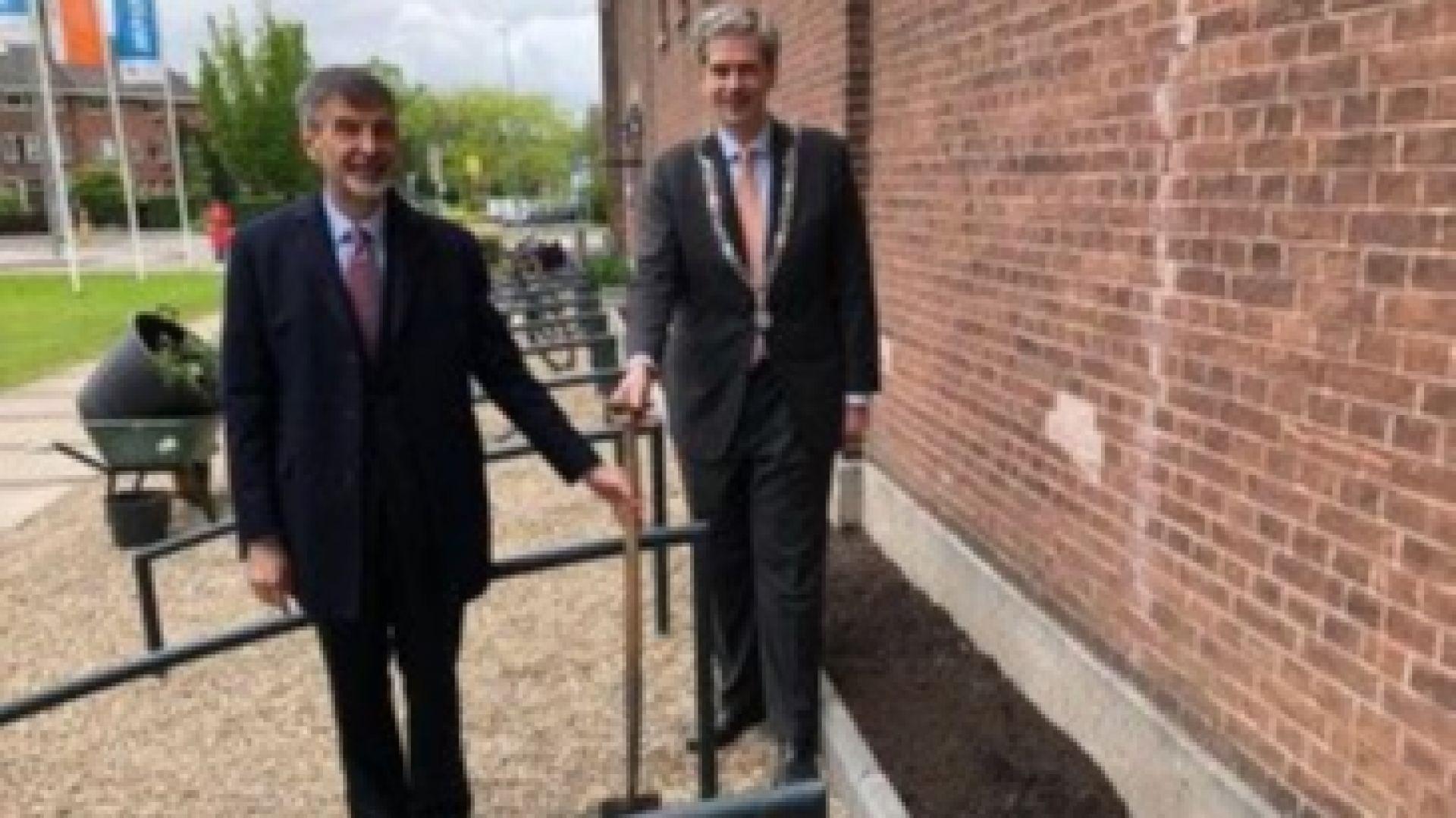 Варна и нидерландският Дордрехт размениха рози и лалета