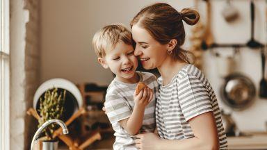 Децата са по-щастливи, когато отпуската по майчинство е по-дълга