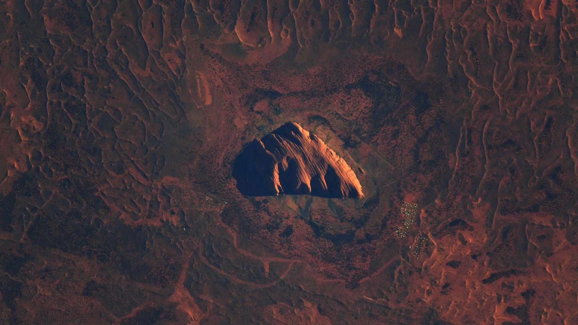 Астронавтът Тома Песке показа свещената скала Улуру от космоса
